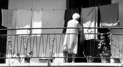 old-woman-1077121_1920.jpg