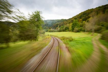 train-1715324_1920.jpg