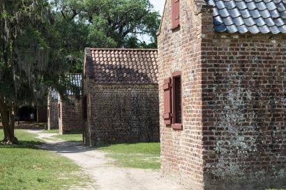 slave-quarters-1499121_1920.jpg