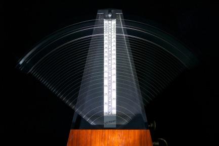 metronomes-812679_1920.jpg